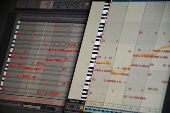 Liquid Musicをプラグインで入れて、いつものDAWでメロディもコードも自動で作る